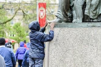 Photo: Child rubbing Lincoln statue's shoe