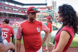 Photo: Alexandra Noboa-Chehad talking with coach Oliver Marmol